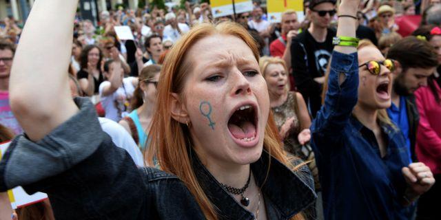 Arkivbild från protest mot polska regeringens förslag om skärpta abortlagar. JANEK SKARZYNSKI / AFP