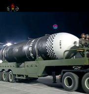 Långdistansrobot visas upp i nordkoreansk tv-kanalen KRT. TT NYHETSBYRÅN
