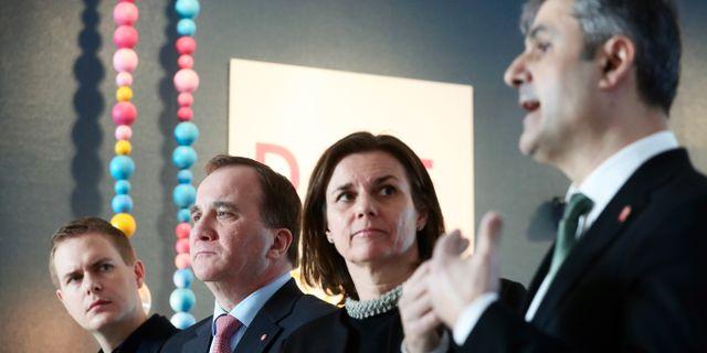 Ministrarna under pressträffen i Skäggetorp.  Jeppe Gustafsson/TT / TT NYHETSBYRÅN
