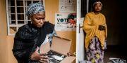En kvinna inspekterar innehållet i en låda med utrustning som skulle ha använts vid valet. LUIS TATO / AFP