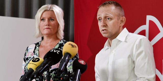 Socialdemokraternas partisekreterare Lena Rådström Baastad och valledare John Zanchi. Stina Stjernkvis/TT / TT NYHETSBYRÅN