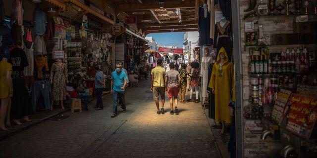 Den 26 juni lyftes utegångsförbudet. Här bild från Rabat.  Mosa'ab Elshamy / TT NYHETSBYRÅN