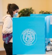 En väljare lägger sin röst. Michael Holahan / TT NYHETSBYRÅN