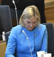 Utbildningsminister Anna Ekström (S) och finansminister Magdalena Andersson (S) under måndagens budgetdebatt i riksdagen. Claudio Bresciani/TT / TT NYHETSBYRÅN