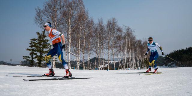 Zebastian Modin och hans guide Robin Bryntesson.  CARL RECINE / TT NYHETSBYRÅN