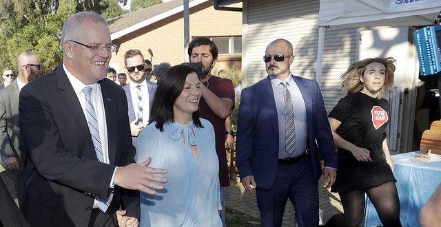 Australiens premiärminister Scott Morrison vann lördagens val. Morrison stödjer landets kolindustri.  TT