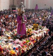 """Statyn bärs runt i Guatemala City under """"Heliga veckan"""" vid påsk varje år. Arkivbild. Moises Castillo / TT / NTB Scanpix"""