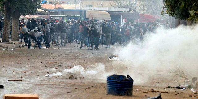 Demonstranter och poliser har drabbat samman vid protester i Tunisien. Anis Ben Ali / TT / NTB Scanpix