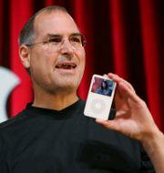 Steve Jobs presenterar en ny Ipod-modell 2005 Paul Sakuma / TT NYHETSBYRÅN