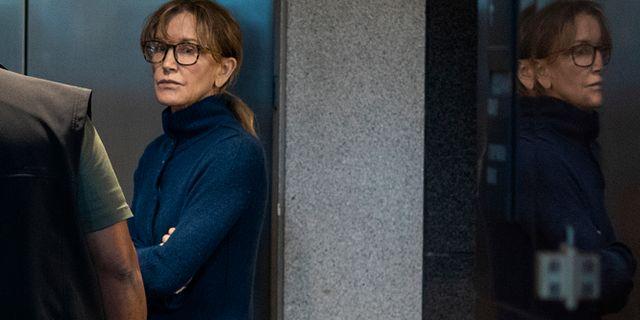 Felicity Huffman i rätten den 12 mars. DAVID MCNEW / AFP