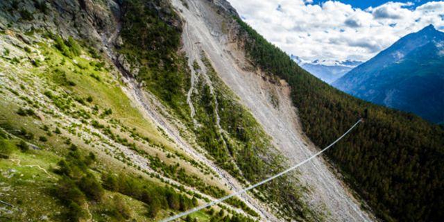 I omgivningen syns bergen Matterhorn, Weisshorn och Alperna. Zermatt Tourism
