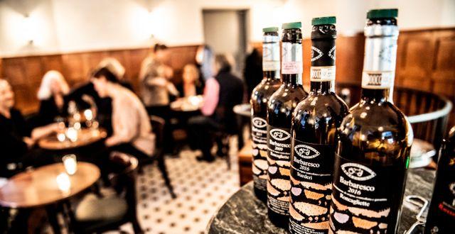 Vinflaskor på restaurang.  Tomas Oneborg/SvD/TT / TT NYHETSBYRÅN