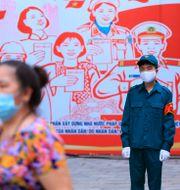 Personer med munskydd i Hanoi. Hau Dinh / TT NYHETSBYRÅN