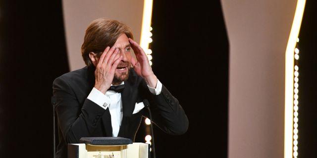 Ruben Östlund efter beskedet att han vann Guldpalmen.  ALBERTO PIZZOLI / AFP