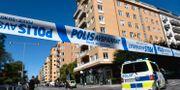 Polisavspärrningar på Norr Mälarstrand på Kungsholmen i Stockholm i samband med skjutningen. Pontus Lundahl/TT / TT NYHETSBYRÅN
