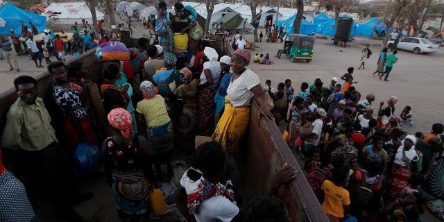 Människor som räddas undan cyklonen anländer till tillfälliga läger. Arkivbild. ZOHRA BENSEMRA / TT NYHETSBYRÅN
