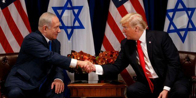 Benjamin Netanyahu och Donald Trump.  KEVIN LAMARQUE / TT NYHETSBYRÅN