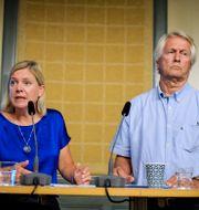Finansminister Magdalena Andersson och jämlikhetskommissionens ordförande Per Molander. Janerik Henriksson/TT / TT NYHETSBYRÅN