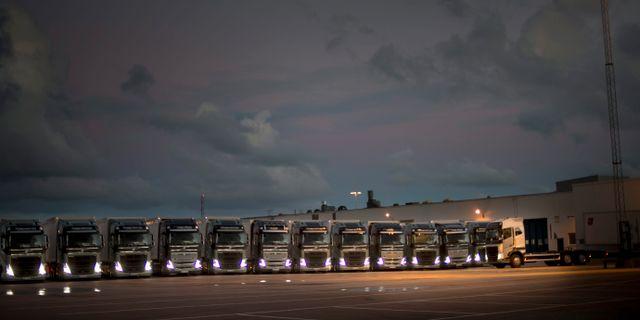 Illustrationsbil: Volvos lastbilar på rad. BJÖRN LARSSON ROSVALL / TT / TT NYHETSBYRÅN