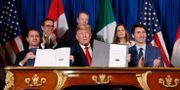 Enrique Pena Nieto, Donald Trump och Justin Trudeau skriver under avtalet i Buenos Aires. Pablo Martinez Monsivais / TT NYHETSBYRÅN
