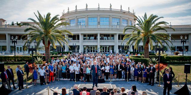 Arkivbild: Donald Trump utanför golfanläggningen Trump National Doral i Florida Evan Vucci / TT NYHETSBYRÅN