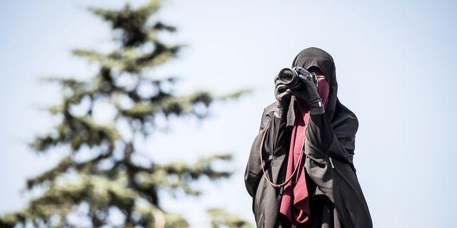 En protest i Danmark mot det förbudet att täcka ansiktet. Förbudet infördes där för exakt ett år sedan. TT