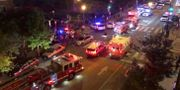 Räddningstjänst och polisbilar på platsen.  CHRIS G COLLISON / TT NYHETSBYRÅN