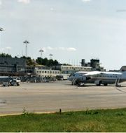 Landningsbanan på Bromma flygplats med flygplan från Malmö Avation. Arkivbild Göran Ström/TT / TT NYHETSBYRÅN