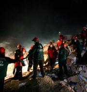 Räddningsarbetare i Izmir. TT NYHETSBYRÅN