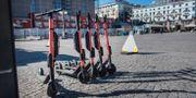 På Medborgarplatsen blir det snart parkeringsförbud för elsparkcyklarna. Stina Stjernkvist/TT / TT NYHETSBYRÅN