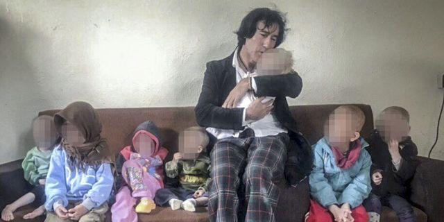 Barnens morfar Patricio Galvez med sina barnbarn. Privat
