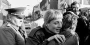 Arkivbild. Kvinnor från Väst- och Östberlin möts efter murens fall 10/11 1989. FABRIZIO BENSCH / TT NYHETSBYRÅN