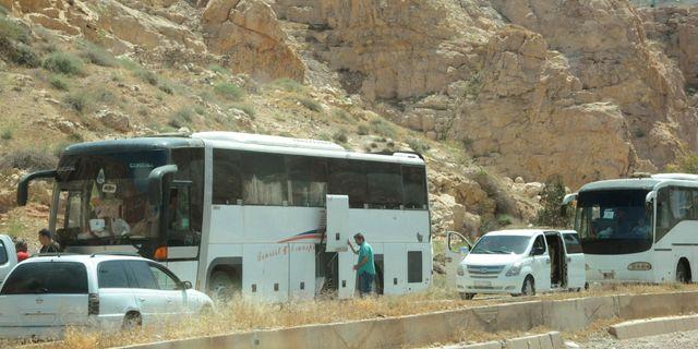 Bild från en evakuering av personer i Damaskusdistriktet Barzeh den 8 maj. SANA / TT NYHETSBYRÅN