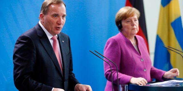 Arkivbild. Löfven och Merkel HANNIBAL HANSCHKE / TT NYHETSBYRÅN