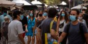 Människor i Kataloniens huvudstad Barcelona.  Emilio Morenatti / TT NYHETSBYRÅN