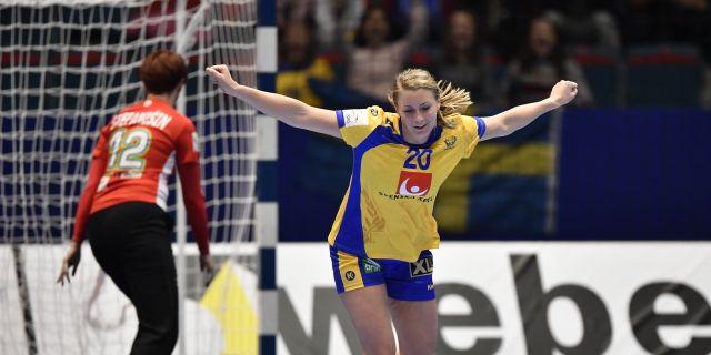 Isabelle Gulldén firar ett mål i EM-matchen mot Slovenien. Anders Wiklund/TT / TT NYHETSBYRÅN