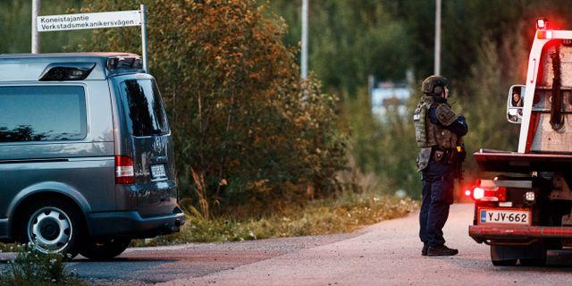 Polis på brottsplatsen.  Roni Rekomaa / TT NYHETSBYRÅN
