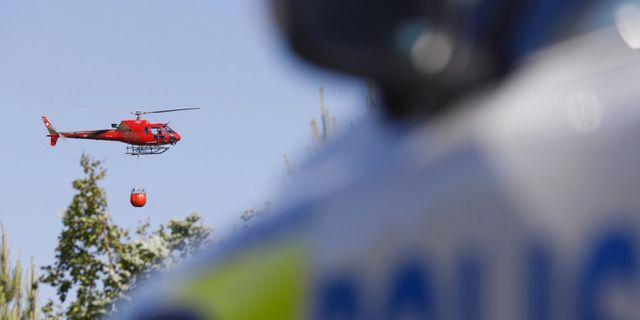 Helikopter som släcker bränder. Fredrik Persson/TT / TT NYHETSBYRÅN