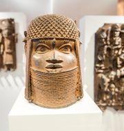 Bronsstaty från Benin på ett museum i Hamburg.  Daniel Bockwoldt / TT NYHETSBYRÅN