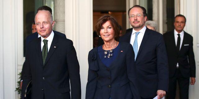 Kansler Brigitte Bierlei omgärdar av sin vicekansler och sin justitieminister. LISI NIESNER / TT NYHETSBYRÅN