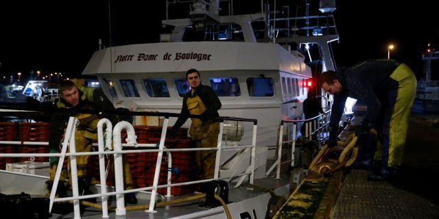 Franska fiskare på trålaren Notre Dame de Boulogne – hur fisket ska fördelas mellan EU och Storbritannien väntas bli en av de stora knäckfrågorna i förhandlingarna. PASCAL ROSSIGNOL / TT NYHETSBYRÅN