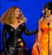 Beyoncé och Megan Thee Stallion på nattens gala Chris Pizzello / TT NYHETSBYRÅN