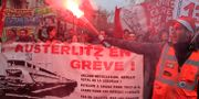 Demonstranter protesterar mot pensionsförslaget i Paris. 19 december 2019. Michel Euler / TT NYHETSBYRÅN