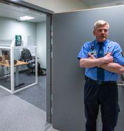 En kriminalvårdsinspektör visar upp Östersunds nya häkte tidigare i år. Per Danielsson/TT / TT NYHETSBYRÅN