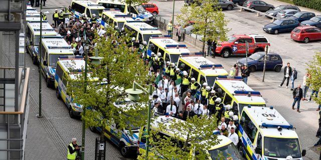 Nazistiska organisationen Nordiska motståndsrörelsen (NMR) demonstrerar i Kungälv på första maj. Björn Larsson Rosvall/TT / TT NYHETSBYRÅN