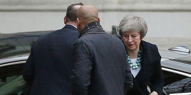 Theresa May utanför 10 Downing Street på måndagen. Tim Ireland / TT NYHETSBYRÅN