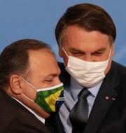 Jair Bolsonaro och avgående hälsoministern Eduardo Pazuello. Eraldo Peres / TT NYHETSBYRÅN