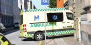 En ambulans kör in rättssalen Johan Nilsson/TT / TT NYHETSBYRÅN