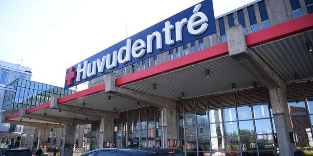 Huvudentrén till Karolinska universitetssjukhuset i Huddinge. Fredrik Sandberg/TT / TT NYHETSBYRÅN