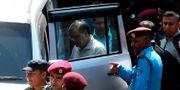 Krishna Bahadur Mahara på väg till domstolen i Katmandu.  PRAKASH MATHEMA / AFP